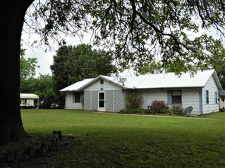 Real Estate Auction: 3 bed 2 bath frame home with large yard. Sparks, OK