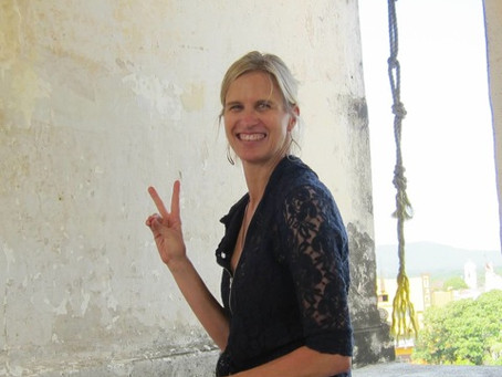 MUDRA SCHMOODRA HOW HAND GESTURES CAN INCREASE AWARENESS, BREATH, AND ALIGNMENT IN YOGA AND MEDITATI
