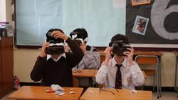 本校購置了一批360拍攝工具、VR眼鏡及智能電話,以豐富學生學習。