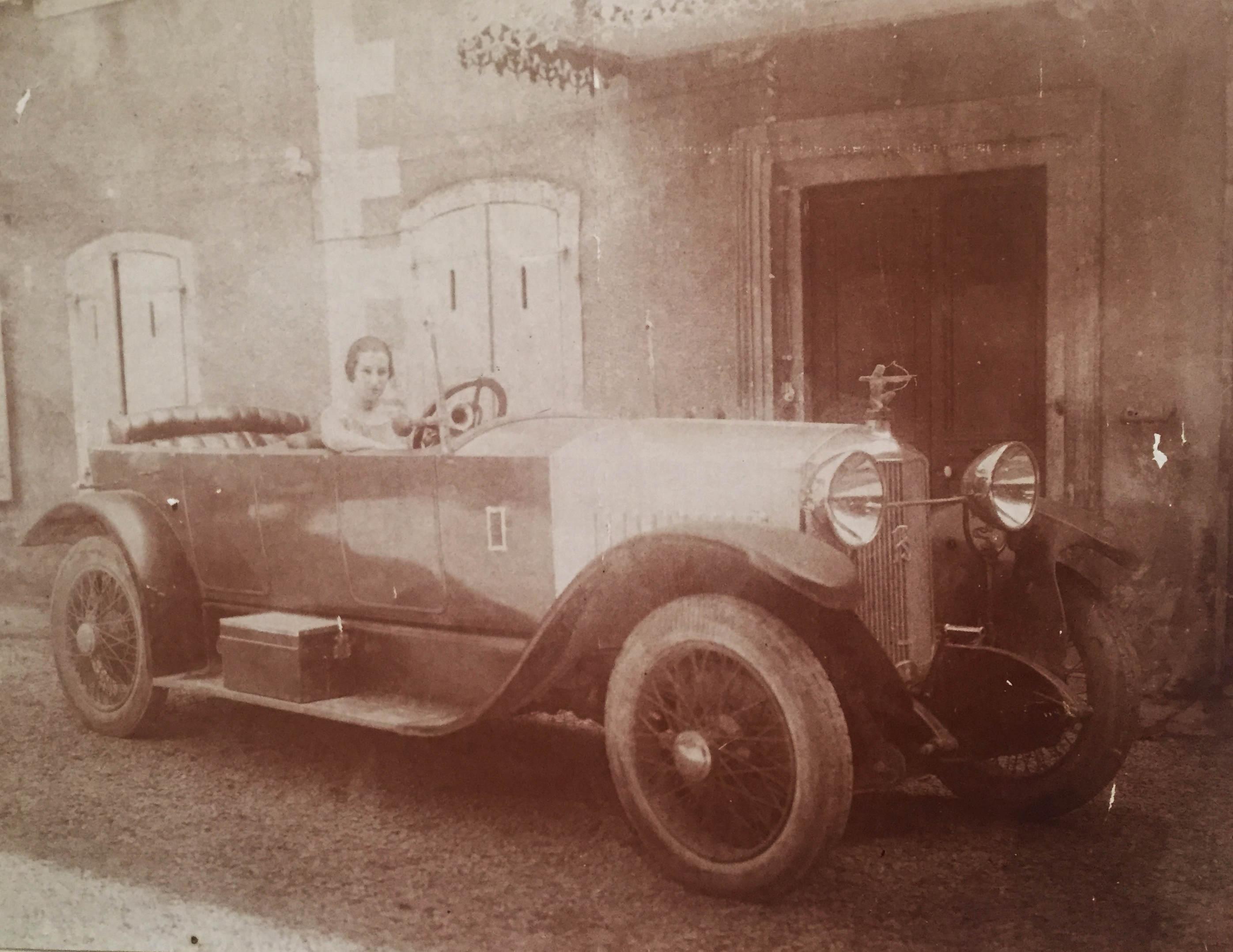 Thérèse en voiture