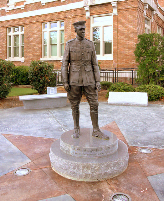 Statue J.H.Towers