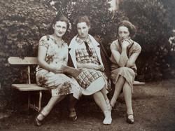 Gabrielle, Thérèse & Pierrette Chauv