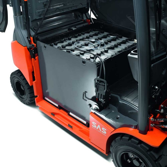 Electric forklift maintenance And reach
