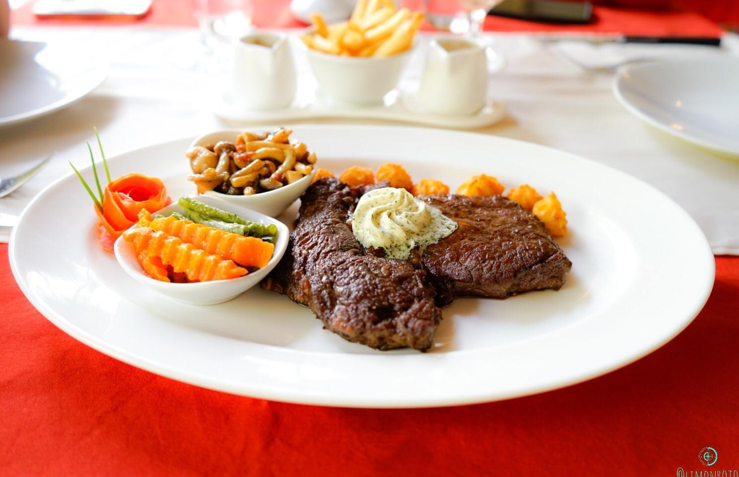 CHAROLAISE 350 gr  Une saveur élégante et très peu grasse: il a tout pour plaire Idéal pour les amateurs de tendresse et de légèreté. Steak de bœuf grillé «Charolaise» au beurre à l 'ail «Café de Paris» et Duo de sauce sauce Bordelaise traditionnelle / sauce au poivre vert de Kampot, avec des légumes et des frites  #frenchrestaurant #siemreap #cambodia #restaurantsiemreap#angkorwat #asia #siemreapdining #restaurantsiemreap #siemreapfrenchrestaurant #restaurantfrenchsiemreap #siemreaprestaurants #frenchrestaurantssiemreap #dessert #desserts #amazing #instagood #instafood #безфильтра #カンボジア #吴哥 #暹粒 #씨엠립 #앙코르 #캄보디아 #柬埔寨 #アンコールワット #シェムリアップ