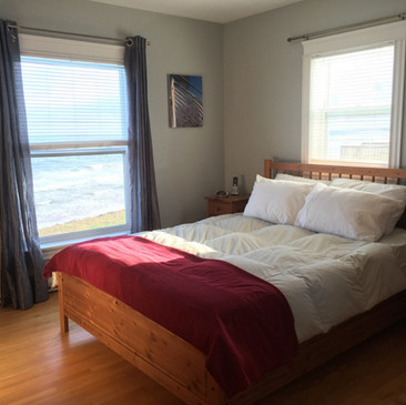 Queen guest room with great views