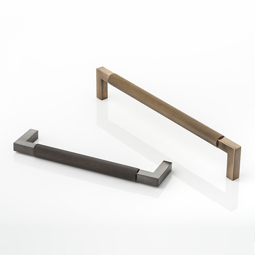 JOSEPH GILES CH1076 - 'ASHWORTH' CABINET HANDLE WITH KNURLING DETAIL
