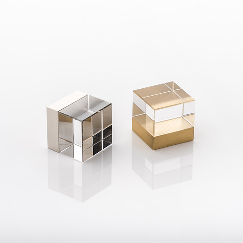 JOSEPH GILES CP1018 - 'CUBE' SOLID GLASS & BRASS CABINET PULL