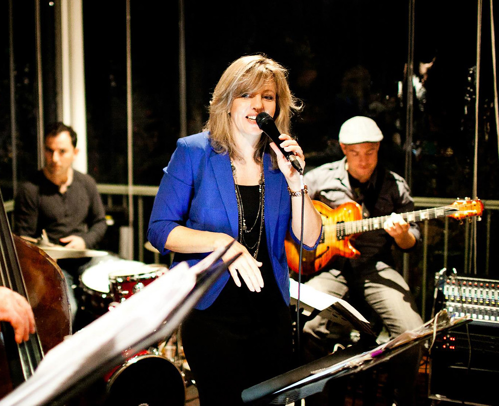 Robyn Brown and band
