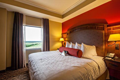 hotel_suite_bed_side2.jpg