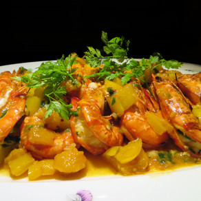 Freshly Baked Prawns with Mango and Capsicum
