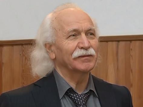 Щетинин Михаил Петрович. К сожалению его школа закрыта.