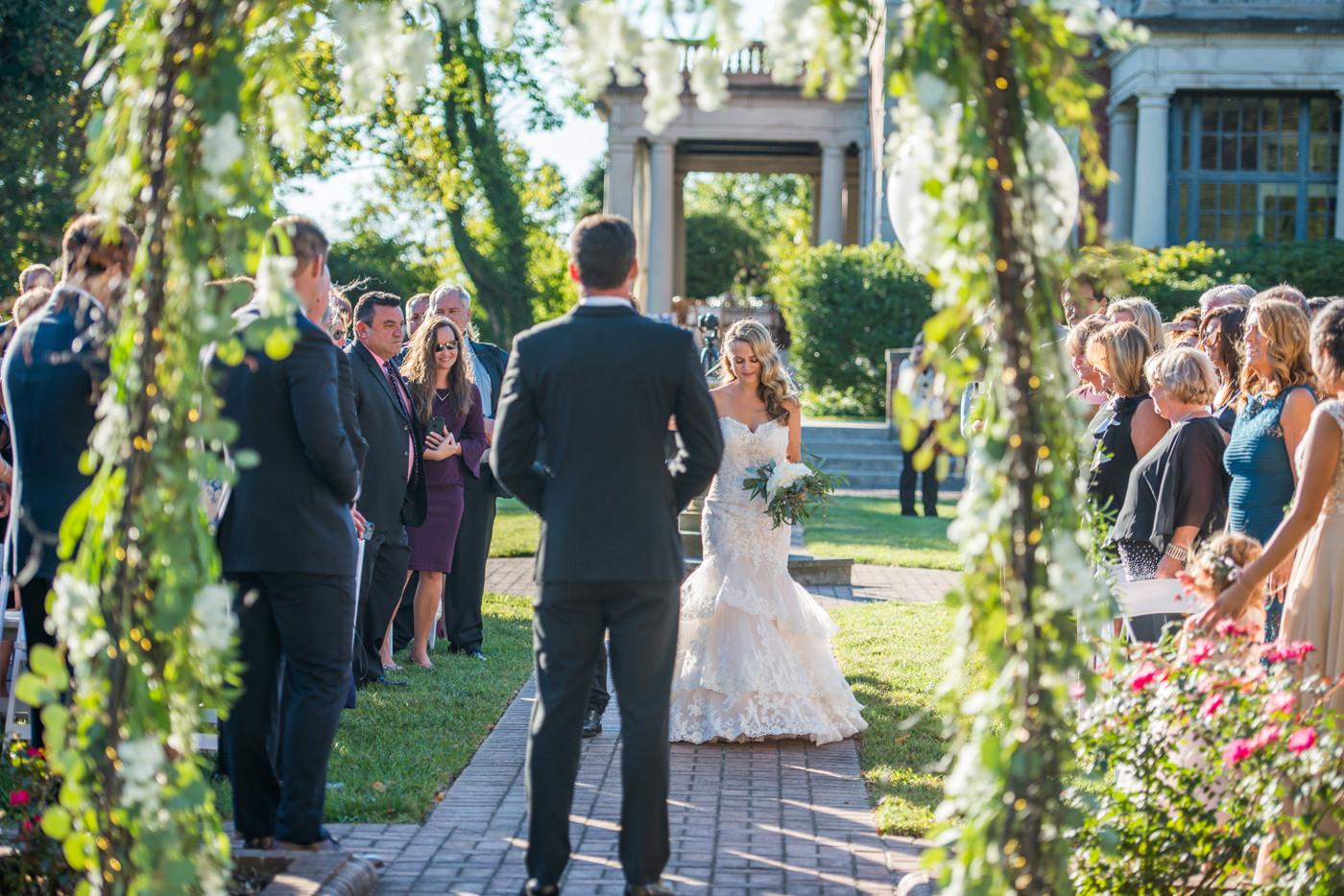 Garden Court Louisville, Kentucky  © Stef Elizabeth Photo - Wedding and Portrait Photographer Serving Louisville, Lexington, Cincinnati and Worldwide