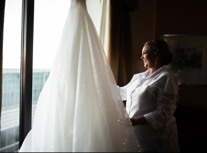 Hilton Garden Inn Louisville, Ky. 2020  © Stef Elizabeth Photo | Wedding Photographer Serving Louisville, Lexington and Cincinnati