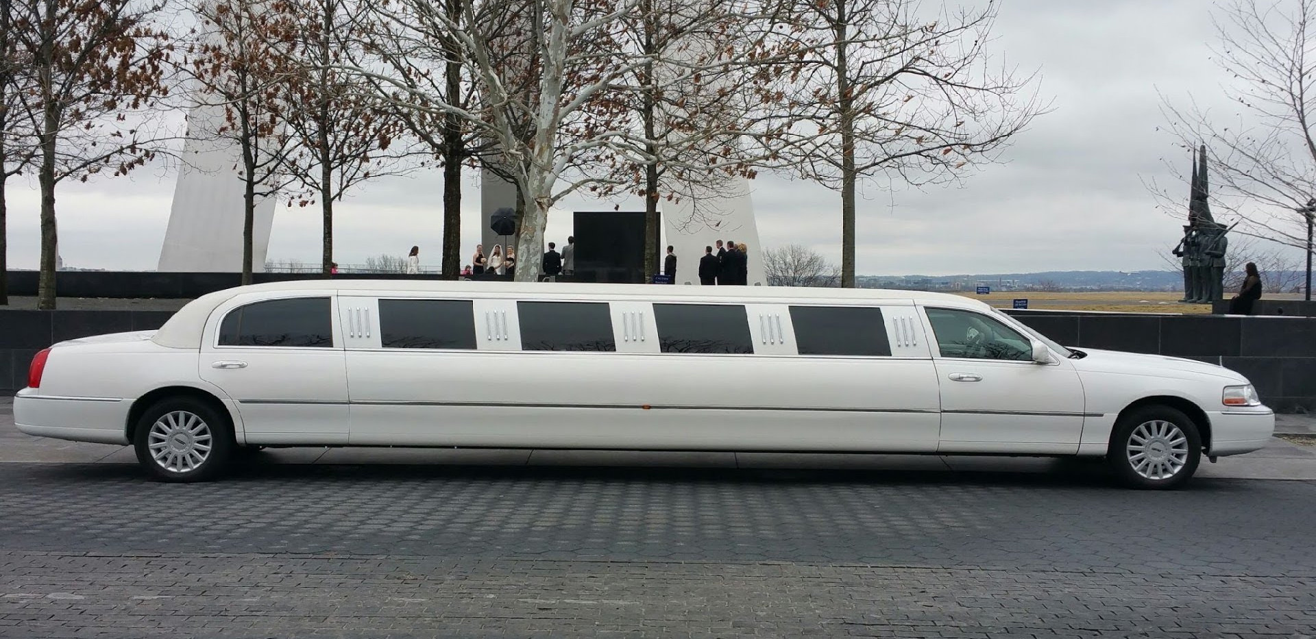 Lincoln Limo Exterior.jpg