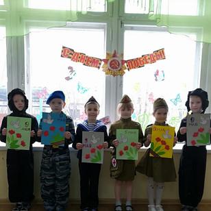 Дарят дети групп № 12, № 15.jpg