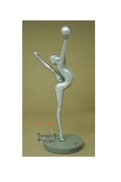 "Статуэтка ""Гимнастка с мячом"", свет серебра, 22 см"