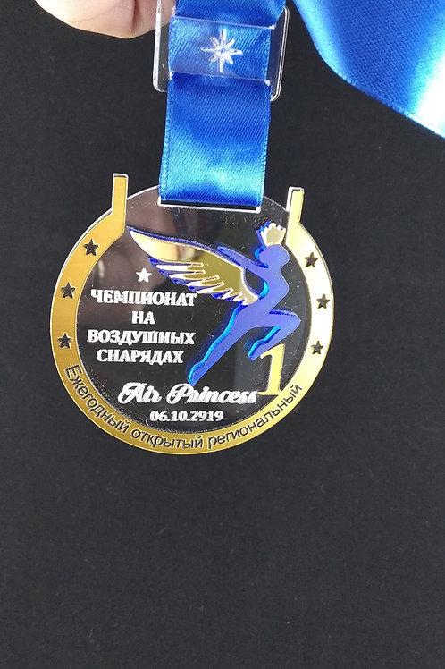 Медаль 75х75 мм с гравировкой текста по стеклу