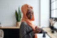 portrait-of-muslim-woman-using-smartphon