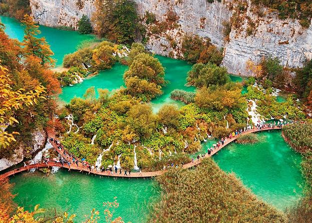 15975667-plitvice-lakes-national-park-cr