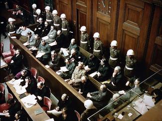 """A justiça """"dos outros"""" entre o fetiche e a romantização: Nuremberg, 1945 – Brasil, 2021"""