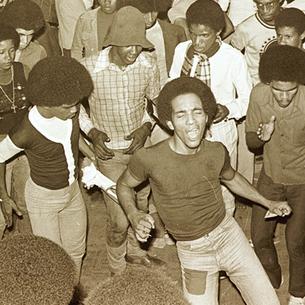 Dançando sob a mira do DOPS: bailes soul, racismo e ditadura nos subúrbios cariocas nos anos 1970.