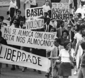 Passeata de jornalistas em abril de 1968 no Rio de Janeiro.