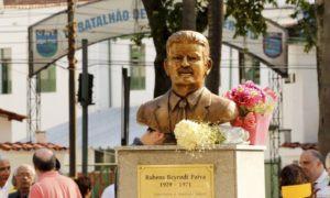 Estátua de Rubens Paiva (Imagem: O Globo)