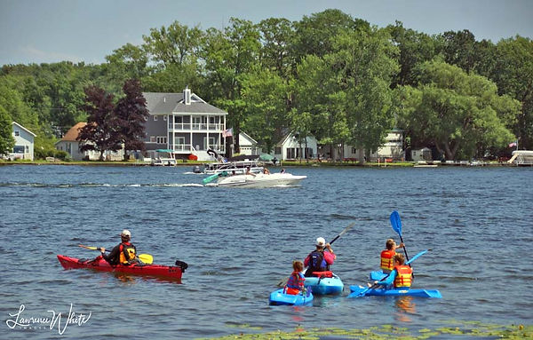Summer2020_LakeSaratoga_KayakFamily_Ciga