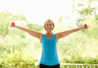 Fortalecimento dos braços é essencial para autonomia depois dos 60
