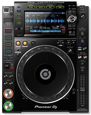 Pioneer-CDJ-2000-NXS2-DJ-Media-Player-1.