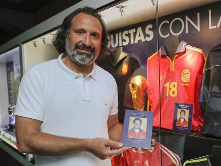 Rufete conoce su rincón de 'La Roja' en el Museo MCF