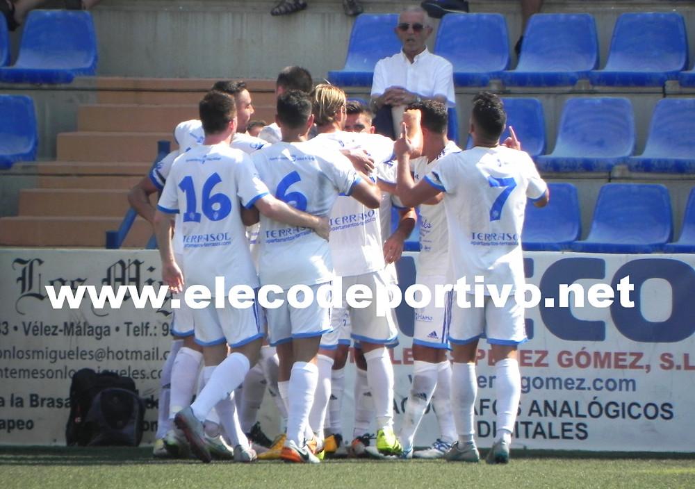 Celebración del primer gol del Vélez