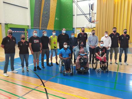 Vélez-Málaga presenta un clinic de baloncesto impartido por la academia de Berni Rodríguez