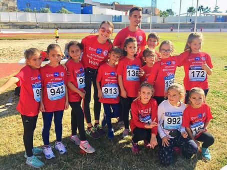 El Rincón Fertilidad Vélez de atletismo brilla en la 'popular' de Vélez-Málaga