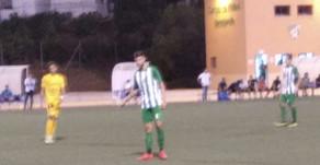 El Vélez sigue trabajando y golea al Torremolinos en el municipal de Benajarafe (4-1)