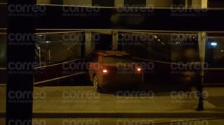 Empotran un vehículo contra una terraza de la avenida Toré Toré de Torre del Mar