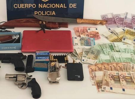 Desarticulan un punto de venta de armas en un club de alterne de Vélez-Málaga
