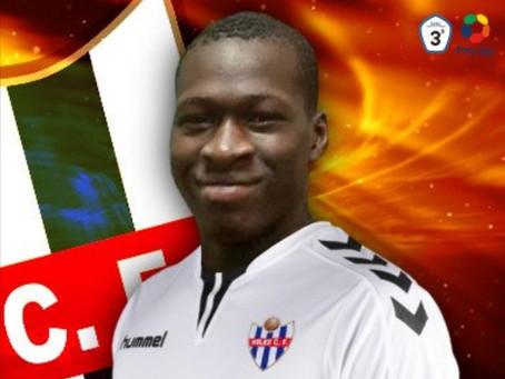 El Vélez ficha al joven central francés Alphouseyni