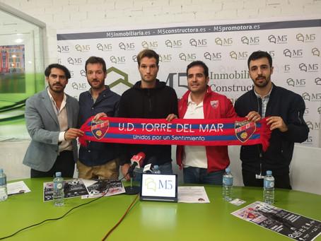 Nacho Marín, presentado como nuevo jugador de la UD Torre del Mar