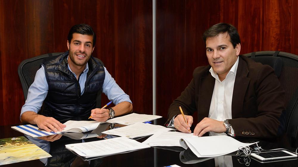 FOTO - Vicente Casado y Miguel Torres, en el momento de la firma.jpg