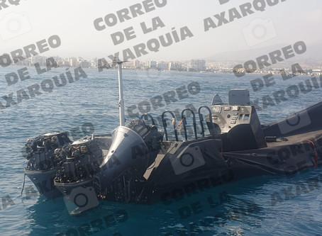 Aparece en Torre del Mar una 'narcolancha' navegando a la deriva