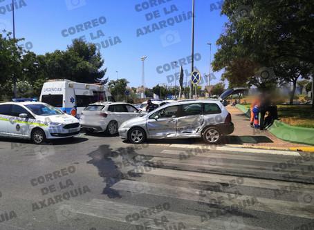 Última hora: Accidente con heridos en la glorieta del Tomillar, en Torre del Mar