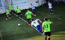 El Vélez se reencuentra con el gol en El Palo (2-4)