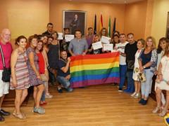 Torrox presenta la nueva oficina de información municipal LGBTI con motivo del Día del Orgullo