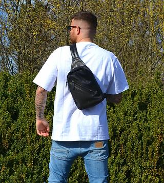 Schwarze Schultertasche aus Leder für Männer von Giusy Lamattina