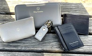 Hochwertige Designer Accessoires aus Leder in Taupe und Schwarz von Giusy Lamattina