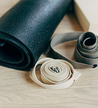 Stuoia e cinghie di yoga