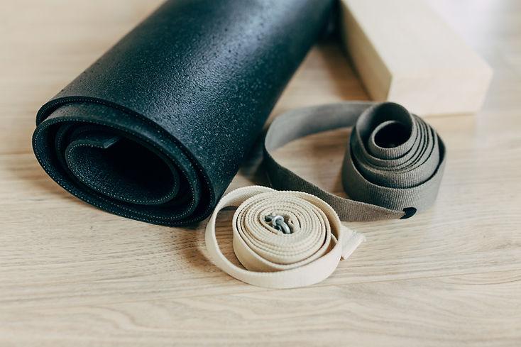 Yogamatte und Riemen