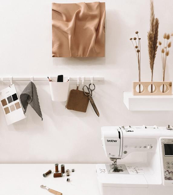 יצירת אמנות בחדר העבודה של חן