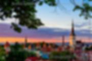 Atardecer en tallin estonia del centro historico de la ciudad